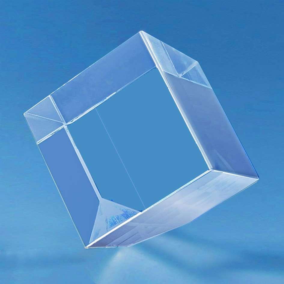 trophee-en-verre-forme-cubique