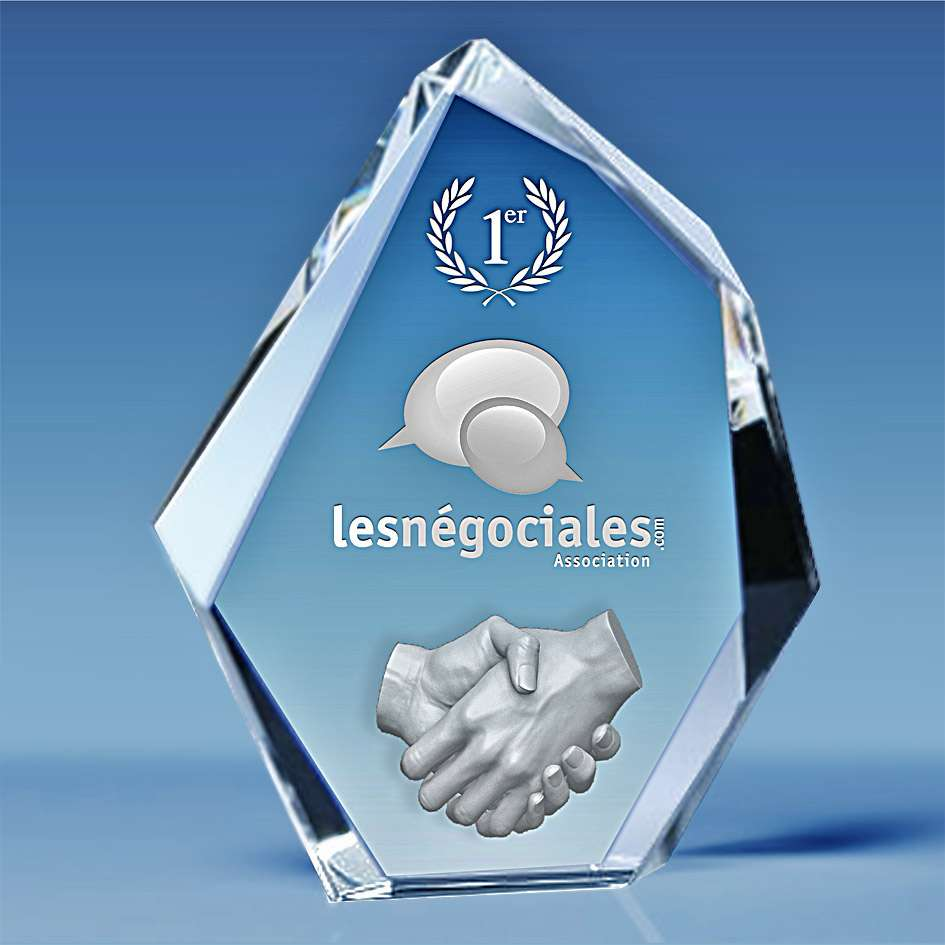 trophee-en-verre-forme-pentagone-facettes-ciselees