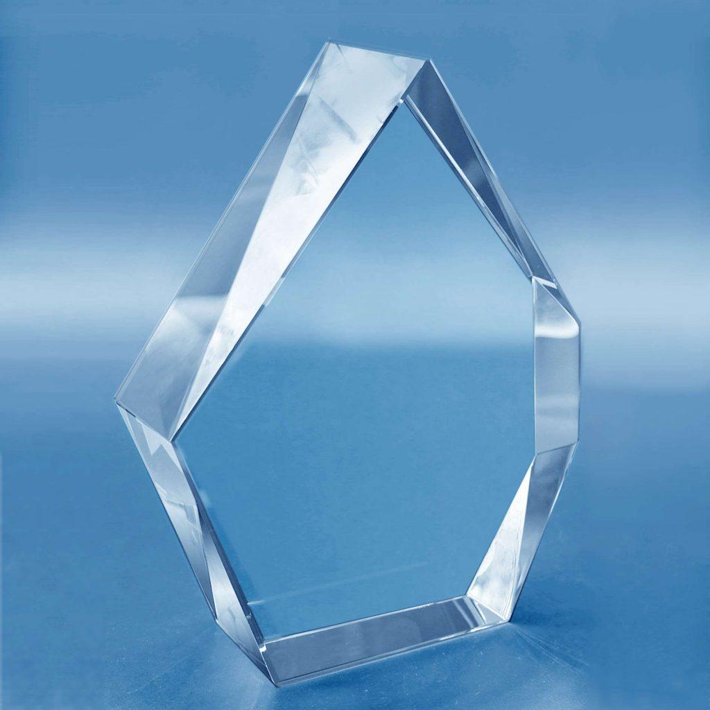Trophee-en-verre-poygonal-cisele