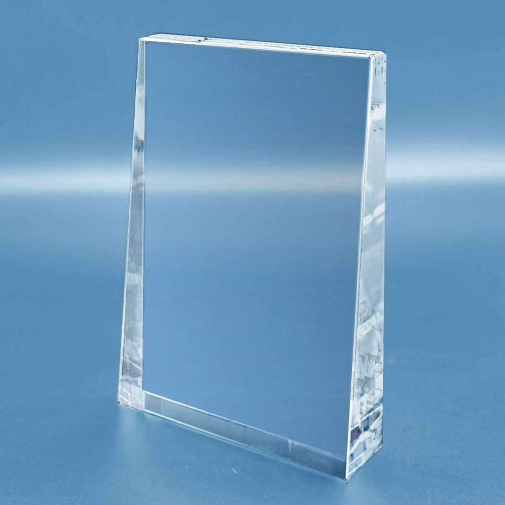 trophee-en-verre-vertical-forme-rectangulaire-biseautee